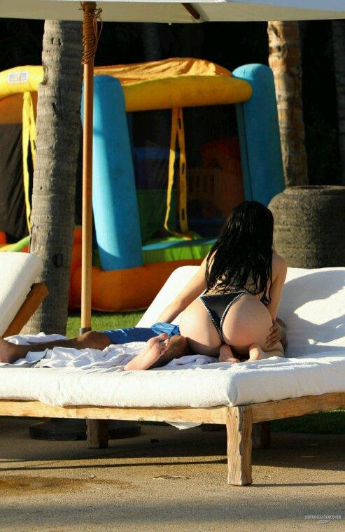 Le 3 janvier 2017 - Kylie et tyga devant leur hôtel au mexique