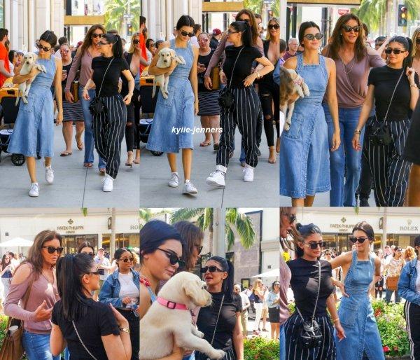 le 18 juin 2017 - kylie sa soeur kendall et leur pere ont été vus au rodeo drive Beverly Hills