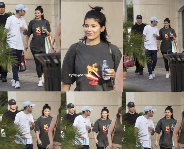 le 12 septembre 2017 - kylie à été vus faire du shopping à Calabasas