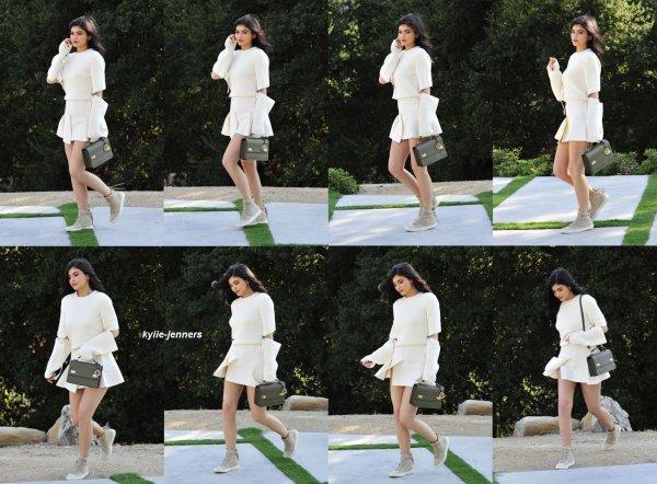 le 1 aout 2016 - la princesse kylie à été vus quittant un photoshoot à los angeles