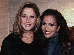 (l) LARA & Héléne Ségara (l)