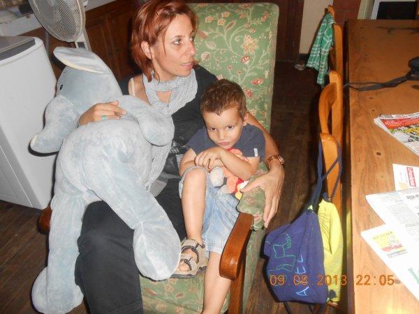 Mon autre petit couz avec sa maman ... et un inviter surprise