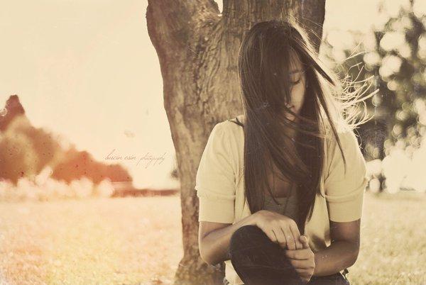 « J'aurais tellement aimé ne pas te connaître, ne pas te rencontrer, ne pas te remarquer. Tout aurait été plus simple. Ce manque perpétuel que tu causes dans mon c½ur ne serait pas sans cesse présent. Ce désir que tu me procures lorsque nos chemins se croisent ne serait pas aussi douloureux. Cette perte totale de raison lorsqu'il s'agit de toi ne serait pas aussi terrifiante. Cet amour que tu provoques en moi ne serait pas aussi dévastateur. »