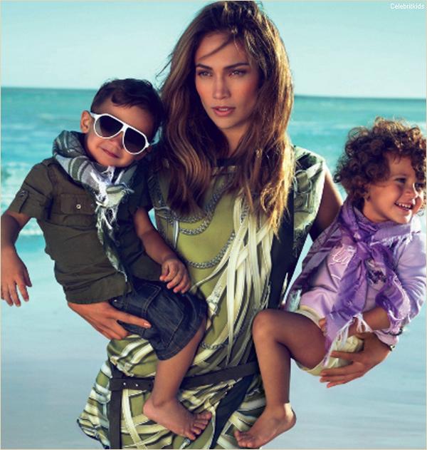 . Exclu : JLo et ses enfants en Gucci pour la bonne cause !  . Une plage de sable fin, un soleil radieux. Chevelure au vent, Jennifer Lopez pose avec ses deux enfants, Max et Emme, qui jouent sagement auprès d'elle. Ce n'est pas un cliché souvenir de vacances ensoleillées, mais bien la nouvelle campagne publicitaire de Gucci. La prestigieuse maison italienne a choisi les jumeaux de la «Bomba Latina» du showbizz pour représenter sa première ligne de prêt-à-porter pour enfants. Sobrement baptisée «Gucci Kids», cette collection proposera vêtements, chaussures et accessoires pour bébés (0-2 ans) et enfants (2-8 ans). La marque de luxe a prévu son lancement officiel le 20 novembre prochain, à l'occasion de la Journée Universelle des droits de l'Enfant. En partenariat avec l'Unicef, Gucci s'est engagé à faire un don à hauteur d'un million de dollars à l'association «Schools for Africa», qui ½uvre pour la scolarisation des enfants au Malawi et au Mozambique. Et a d'ores et déjà fait un don de 50 000 dollars à la fondation de Jennifer Lopez et son mari Marc Antony, «The Maribel Institute». [Suite + Vidéo] .