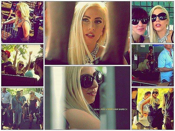 """...........Candids /      16 Juillet  ............Lady Gaga a était aperçue avec sa maquilleuse Tara au """"Pitchfork Festival"""" , à Chicago elle est d'ailleurs montée sur scène avec le rappeur Kendrick Lamar !  ."""