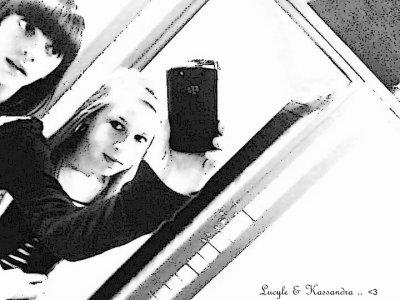 ~ ` Une vrais amitié ne se fit pas aux nombres d'année, mais plutot aux nombres de fois que l'une est tombé & que l'autre a était la pour la rattraper.. ♥