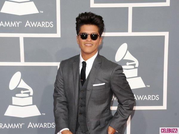 12.02.2012.: Bruno sur le tapis rouge des Grammy's.