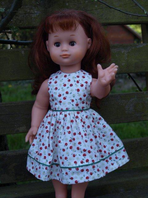 """Exposition """"j'habille ma poupée """" suite"""