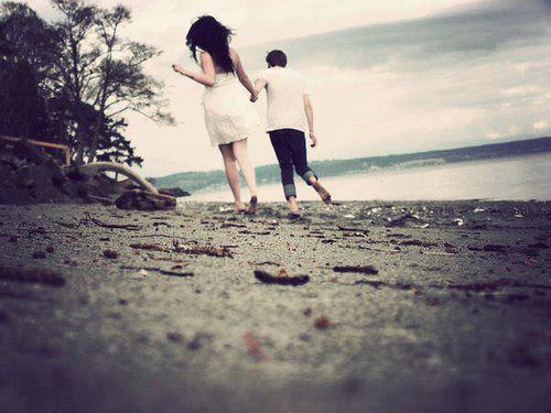 Donne-moi la main qu'on arrête le temps. Et juste un instant, que toi et moi... C'est peut-être maintenant que s'écrit notre histoire.