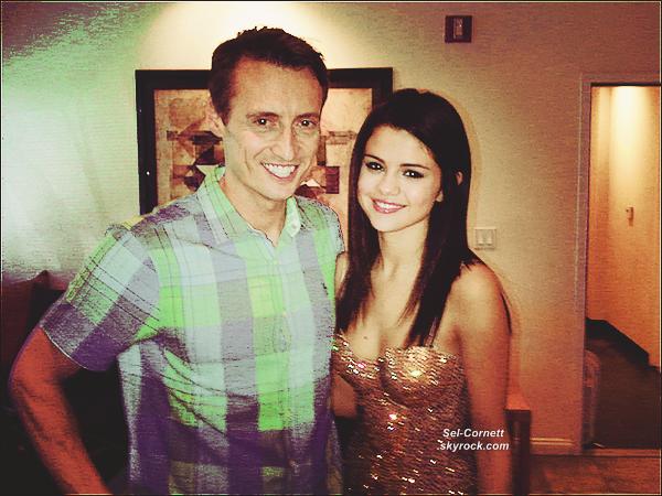 MARDI 19 JUILLET • Selena et son chéri, Justin Bieber se sont rendus dans un studio d'enregistrement à L.A..
