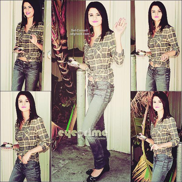 JEUDI 21 JUILLET • Selena partant pour sa dernière journée de répétition pour le « We Own the Night Tour ».