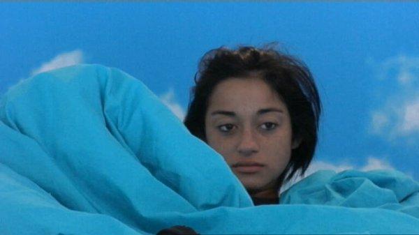 En effet, Yoann et Isabella sont de plus en plus proches, même Yoann n'en croit pas ses yeux et se les frotte !