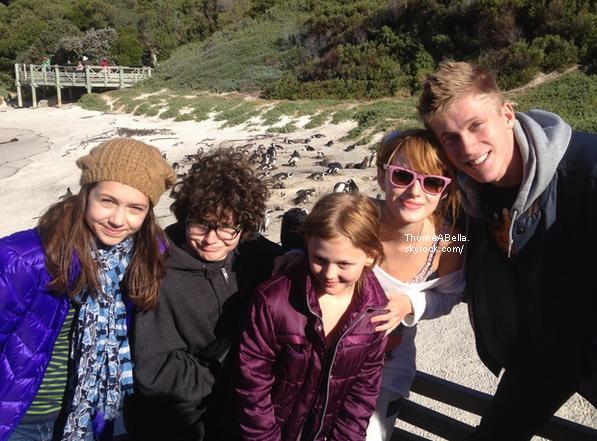 Bella à la Cap Town le 8 juin avec Tristan et le cast de Blended .