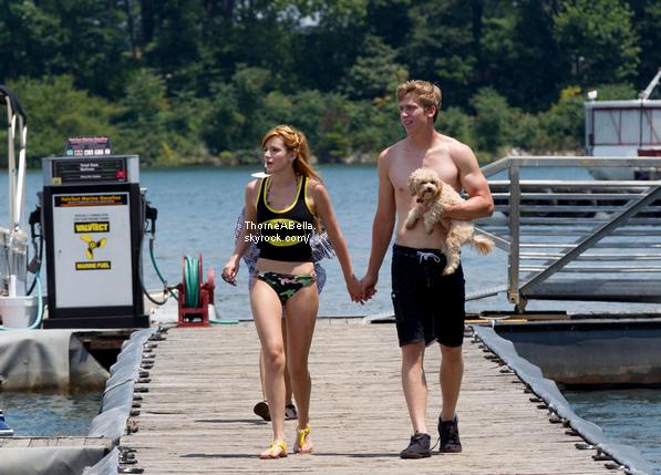 Bella dans un lac à Atlanta avec son boy-friend : Tristan le 29 juillet 2013 .