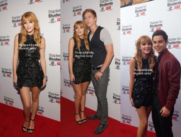 11/08/2013 : Bella au Teen Choice Awards . Coté tenue : Bella portait un haut et une jupe avec des palmiers de couleur bleu et jaune et des talons noirs . Elle portait une jolie coiffure et un maquillage jolie et naturel . Un bof , je ne suis pas si fan de la jupe et du haut . Et vous ?