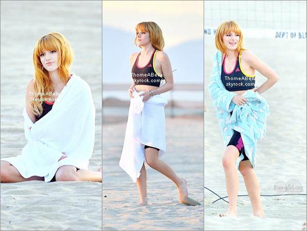 13/12/2013 : Bella a la plage de Santa Monica pour un tournage publicitaire . + Ces dernières photos twitter.
