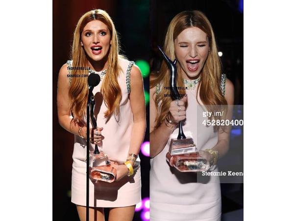 """Bella au Young Hollywood Awards le 27 juillet, elle à reçue le prix """"I'm So fancy"""""""