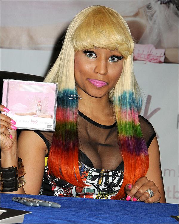 NICKI ANNONCE LE TITRE ET LA DATE DE SORTIE DE SON NOUVEL ALBUM ! C'est sur twitter que Barbie Minaj a annoncé le nom et la date de son prochain album. « Pink Friday : ROMAN RELOADED sortira le jour de la Saint-Valentin, 2012. Il est de retouuuuuur. » Le prochain album de Nicki Minaj sera donc intitulé « Pink Friday : Roman Reloaded » et sortira le 14 février 2012, un joli cadeau pour la Saint-Valentin. On devrait donc retrouver l'année prochaine l'artiste et son alter ego masculin, Roman Zolansk. Celle qui a collaboré avec les plus grandes artistes semble désormais prête à concquérir le monde. Elle a d'ailleurs été nommée « Star Montante » de 2011 par le réputé magazine Billboard. Elle recevra un trophée lors de l'évènement « Billboard Women in Music » le 2 décembre à New York.   Hâte ?