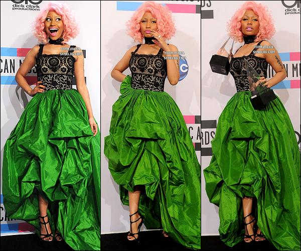 20/11/11 : Notre barbie préférée à la cérémonie des « American Music Awards » 2011 à Los Angeles.  Elle a gagné dans la catégorie Meilleur Album Rap/Hip Hop et Meilleur artiste Rap/Hip. Félicitation Nicki !