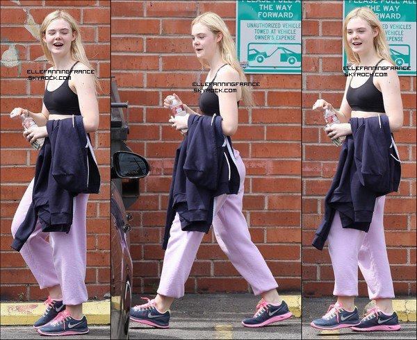 04 Avril : Elle sortant d'une classe de danse à Studio City !