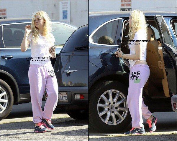 1er Mai : Elle allant à sa classe de danse à Studio City !