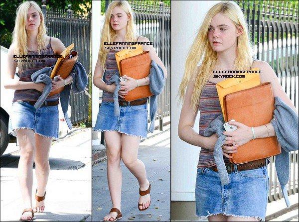 04 Mai : Elle est allée en cours, puis elle est allée à l'aéroport LAX de Los Angeles pour se rendre à New York !