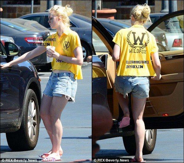 01 Septembre : Elle se faisant une manucure à Los Angeles !
