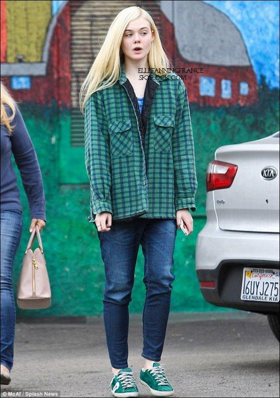 23 Janvier : Elle allant manger dans le quartier de Studio City à Los Angeles !