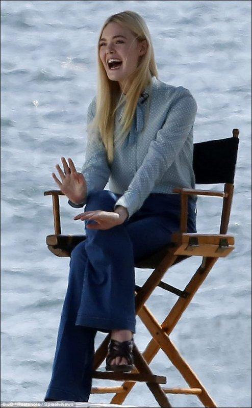 """04 Avril : Elle était sur la plage de Malibu pour une interview et un photoshoot pour le magazine """"Teen Vogue"""" !"""