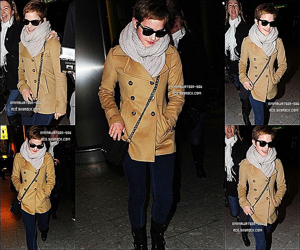 .    14/12/2010 :  Emma est de retour à Londres pour les fête de Noel et le fin d'année avec sa famille . _  Top !.