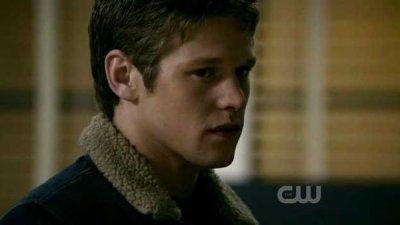 """Chapitre 7 ~ """"Je veux tout simplement tuer, tous les vampires que je croise sur ma route."""""""