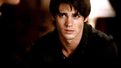"""Chapitre 15 ~ """"Tu m'as planté un pieu dans le coeur... et j'ai survécu."""""""