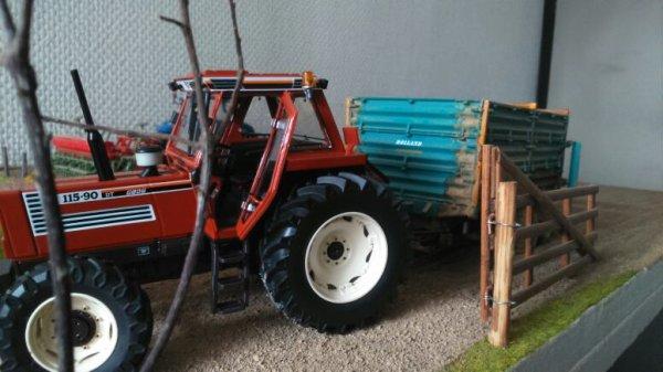 Un tracteur propre pour une benne dégueulasse