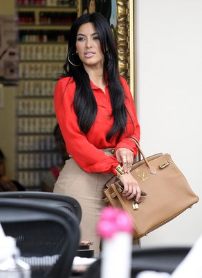 deux sorties de Kim où elle porte un sac hermes / tu aimes?