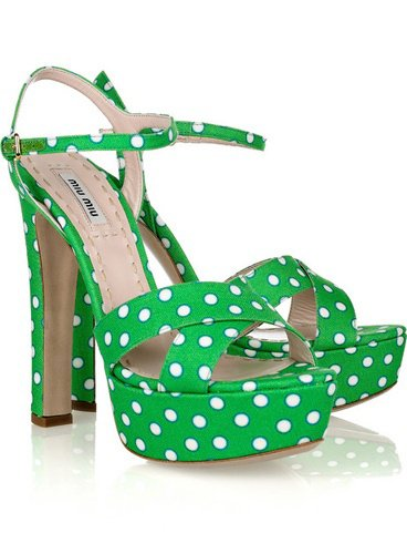 Rih au giorgio baldi / elle porte des shoes miu miu / tu aimes?