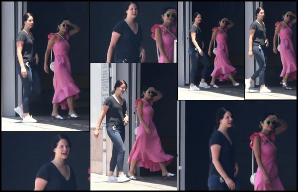 07.07.2018 : Lana Del Rey se promenait avec son amie Marina Diamandis dans la ville de Los Angeles