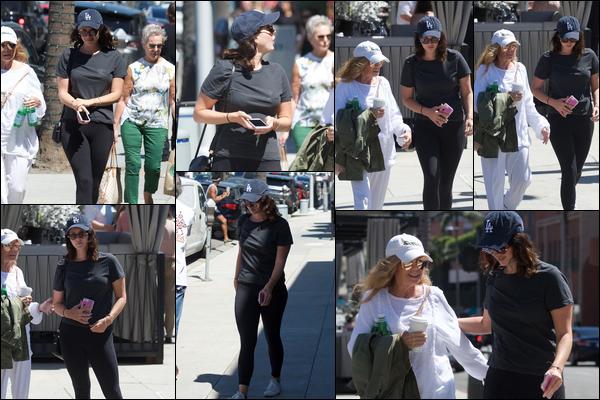 13.09.2018 : Lana Del Rey , vêtue de noir a été vu en train de déjeuner dans la ville de Beverly Hills en Californie