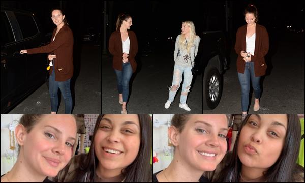 01.05.2019 :Lana Del Rey a été photographiée quittant une église qui est située à Studio City en Californie ...  Le même jour Lana Del Rey a été aperçue faisant du shopping à Sorella à Los Angeles elle était très souriante, c'est un top pour moi
