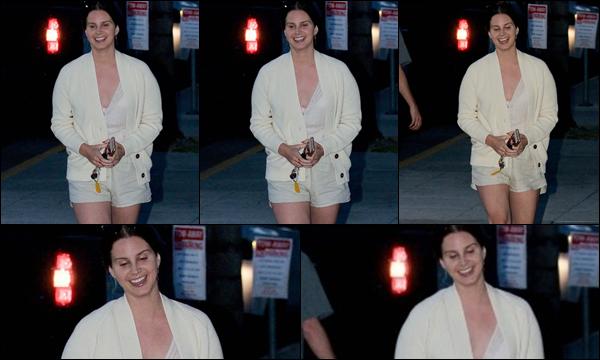 29.05.2019 :Lana Del Rey en ces derniers jours du mois de Mai était à l'église qui est située à Beverly Hills  Lana Del Rey était vêtue d'une tenue estivale avec un short et c'est une nouvelle fois que l'on va l'a retrouver sortant d'une église