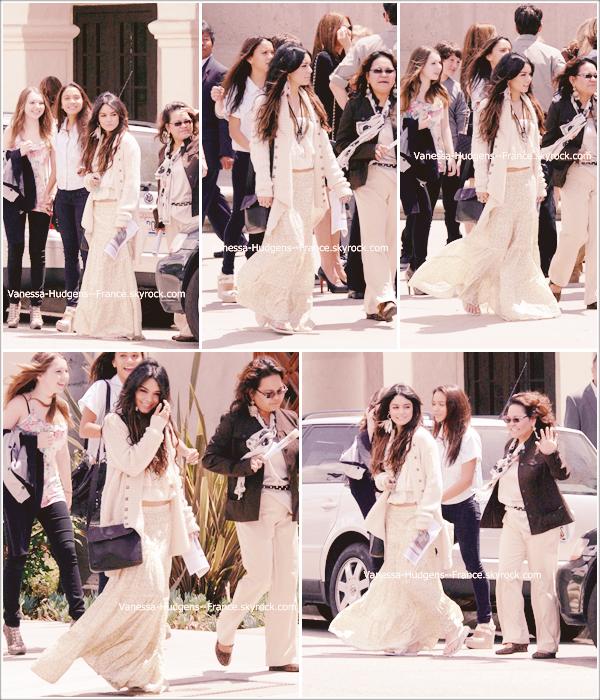. 24 Avril 2011 : Vanessa, sa mère, Stella et une amie à Stella, quittant une église.  .