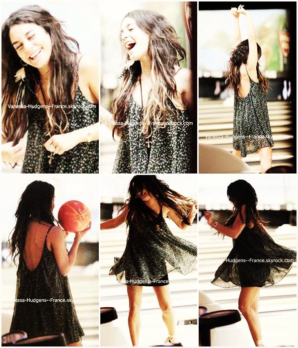 . 28 Avril 2011 : Vanessa sortant d'un centre commercial puis retrouvant sa mère et Stella. .