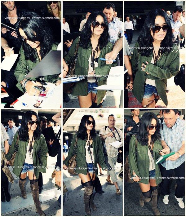 . 12 Mai 2011 : Vanessa et Laura New à l'aéroport de Nice, EN FRANCE LES AMIS !  .
