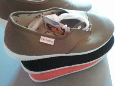 A chaque fois pourtant je dit stop je n'achète plus de chaussure =) PLus fort que moi lol syndrome de la chaussure quand tu nous tient