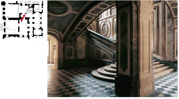 Rez de  jardin Aile centrale -  92 Vestibule de l'escalier de la reine- Aile centrale -  92 Vestibule de l'escalier de la reine et l'appartement de la dauphine.