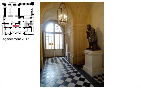 Rez de jardin - Aile centrale -  92 Vestibule de l'escalier de la reine
