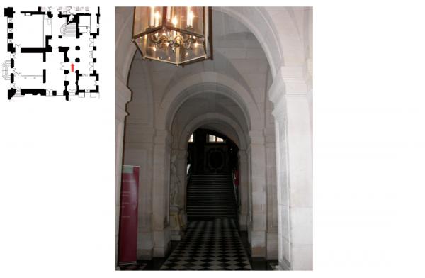 Rez de  jardin Aile centrale -  92 Vestibule de l'escalier de la reine
