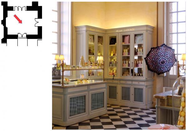 """Rez de chaussée - Aile centrale -  92a Boutique """"Ladurée"""""""