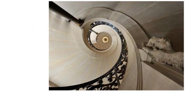 98a Escalier en vis sud.