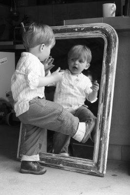 """ho miroir mon beau miroir , dis-moi Qui est la plus belle ! Dis-moi aussi que la beauté ne fait pas le bonheur"""""""