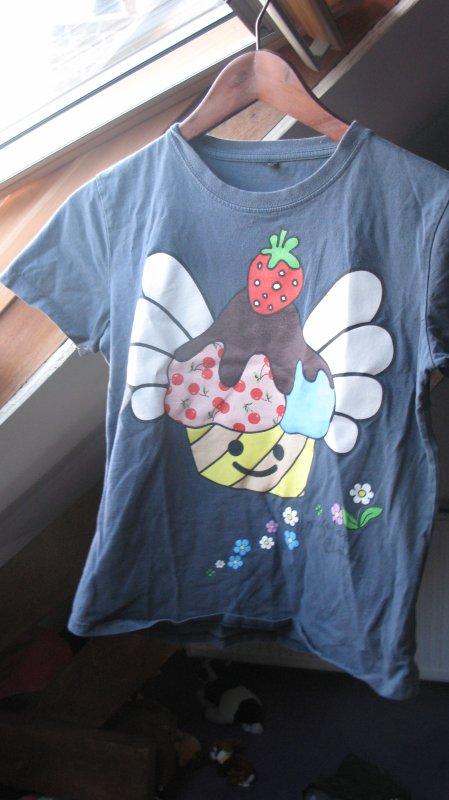 ♣. T-shirts. (2)